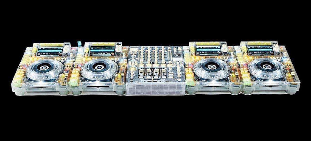 Virgil Abloh (Designer & DJ) geeft de Pioneer CDJ2000 een nieuwe look!